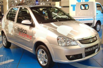 Tata Indica electric photo from Bologna Motor Show. You can see the car is being built on the last gen Indica platform. The final electric Indica however will likely be on the latest Vista platform