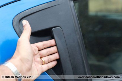 chevrolet beat rear window and door open mechanism