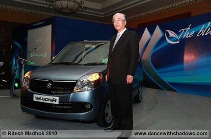 Mr Shinzo Nakanishi, Managing Director, Maruti Suzuki India with the new wagonR