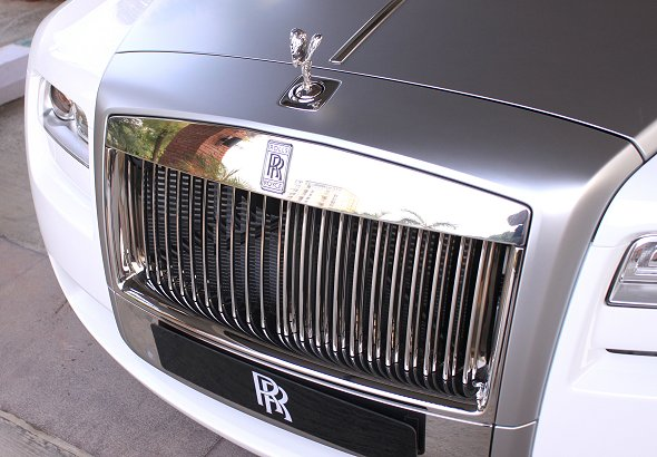 rolls royce emblem photo