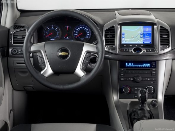 chevrolet captiva interior photo