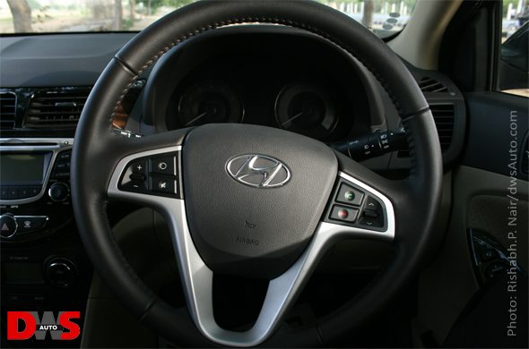hyundai verna steering wheel photo