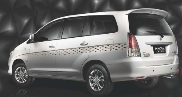 innova crysta body graphics photo
