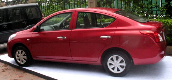 nissan sunny in red