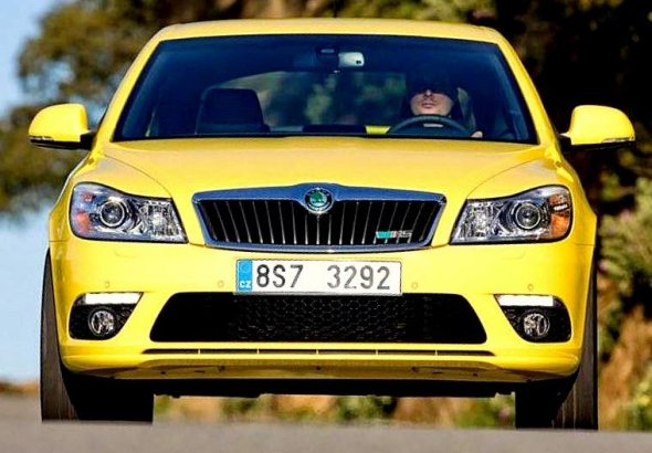 skoda laura rs front photo