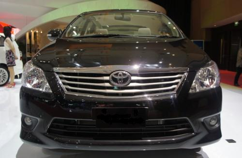 Facelifted Toyota Innova unveiled in Indonesia, likely in India in 2012