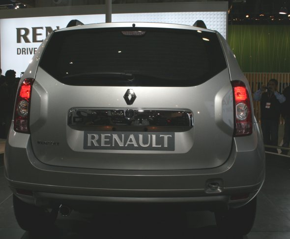 renault duster suv rear photo