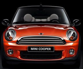BMW Mini Cooper now in India – a video review from Auto Expo!