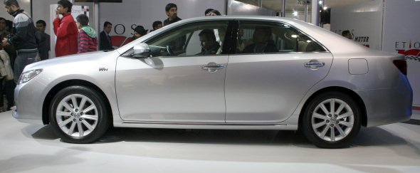 new toyota camry photo 2