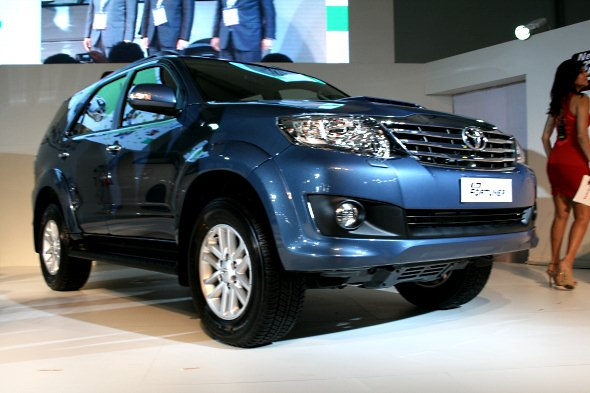 new toyota fortuner photo gallery 1