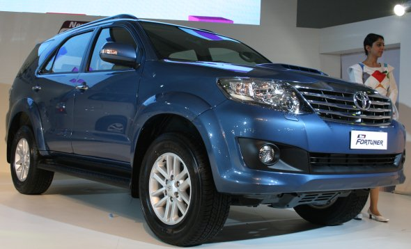 http://www.cartoq.com/wp-content/uploads/2012/01/new-toyota-fortuner-photo-gallery-5.jpg