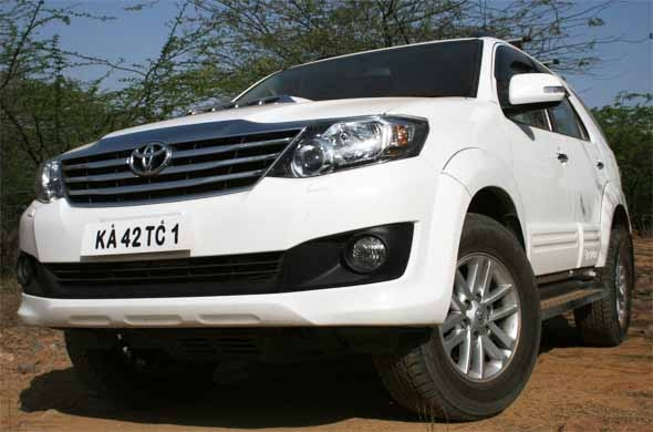2012-toyota-fortuner-front-right