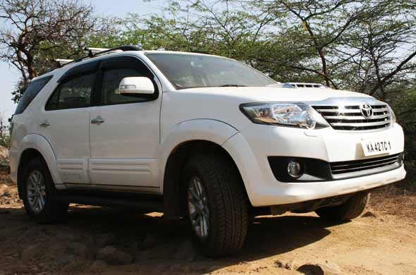2012-toyota-fortuner-side-profile