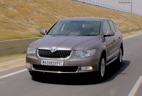 skoda superb action photo