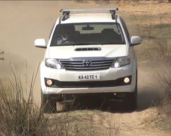 toyota fortuner road test photo
