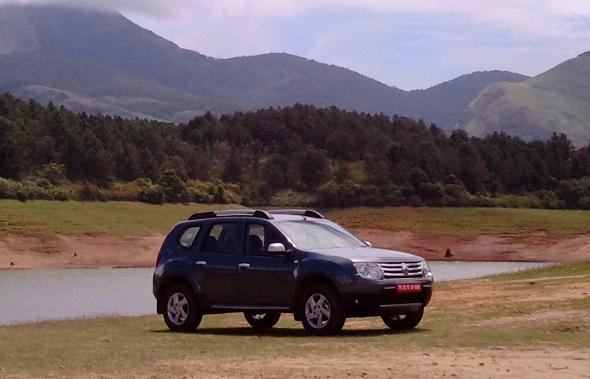 Renault Duster SUV Photo