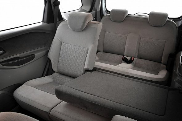 chevrolet-spin-interior-photo-4