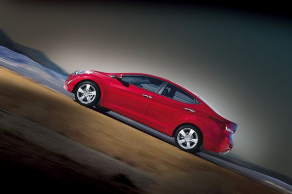 New Hyundai Elantra Features And Gadgets Photo Gallery