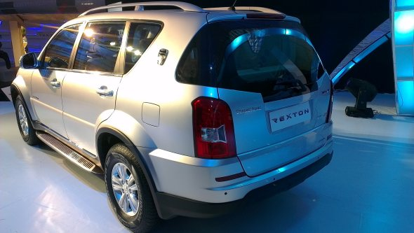mahindra rexton rear photo