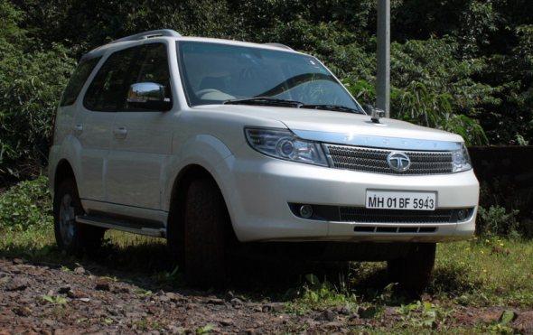 Tata Safari Storme vs Mahindra XUV500: Comparison