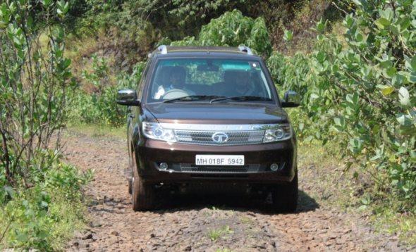 tata-safari-storme-driving2