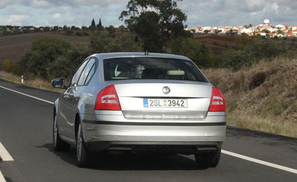 2013-skoda-octavia-rear
