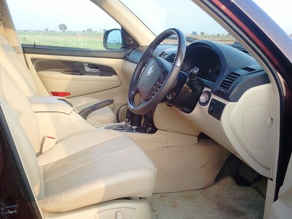 mahindra-ssangyong-rexton-front-seat-photo