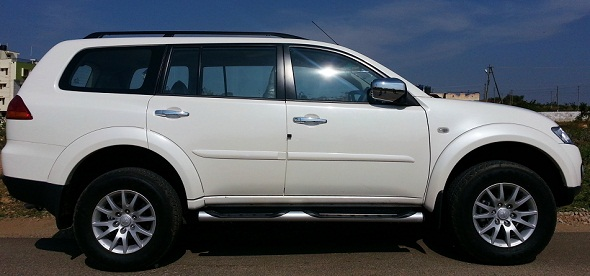 Mitsubishi Pajero Sport side photo
