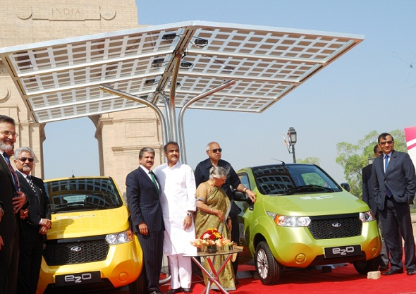 mahindra-e20-solar-charger