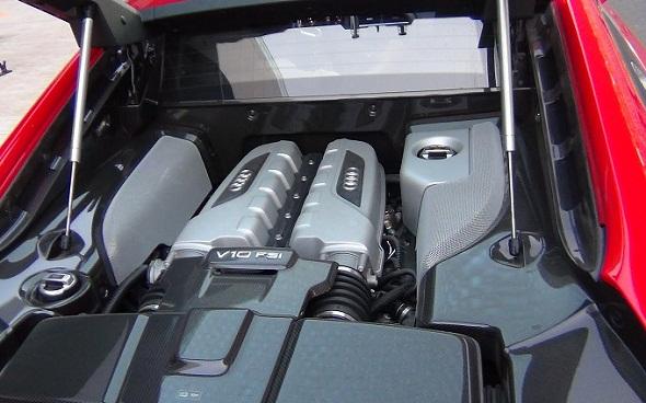 Audi R8 V10 Plus engine