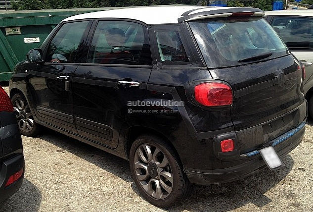 Fiat 500XL spied abroad, likely Maruti Ertiga rival for India