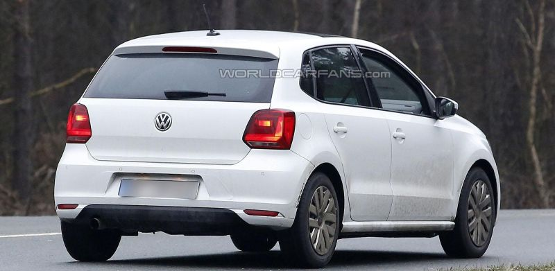 Volkswagen Polo Facelift spied undisguised