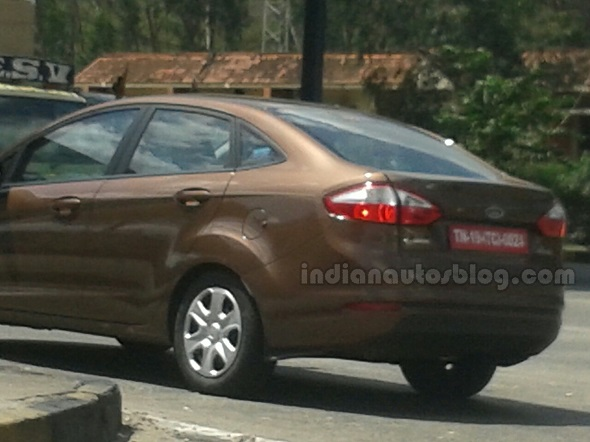 Ford Fiesta Facelift Spyshot Pic