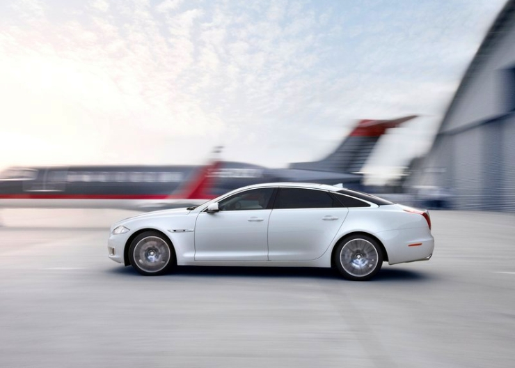 2014 Jaguar XJ Luxury Saloon Profile Photo