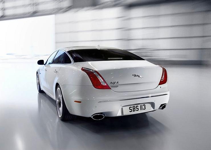 2014 Jaguar XJ Luxury Saloon Rear Picture