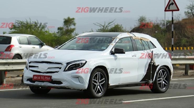 Mercedes Benz GLA Crossover Spyshot Pic