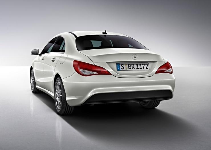 Mercedes Benz CLA Sedan Photo