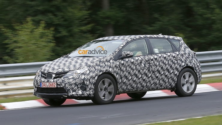 2015 Toyota Corolla/Auris based Crossover caught on test