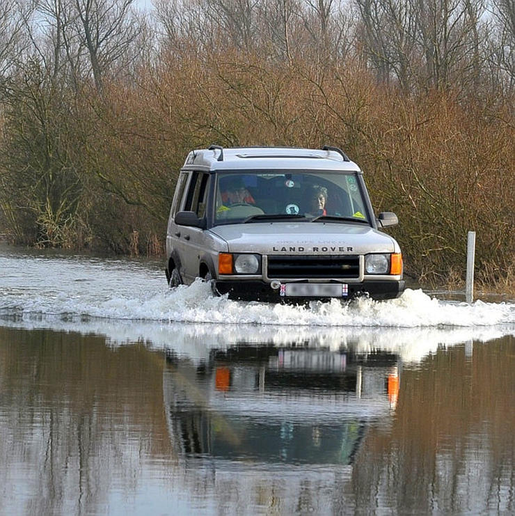 How to drive across flooded roads – CarToq Tips