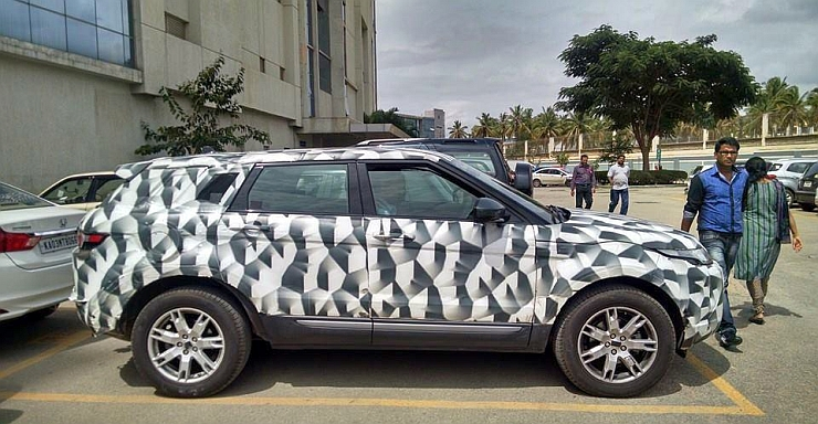 2016 Range Rover Evoque XL SUV spotted in India