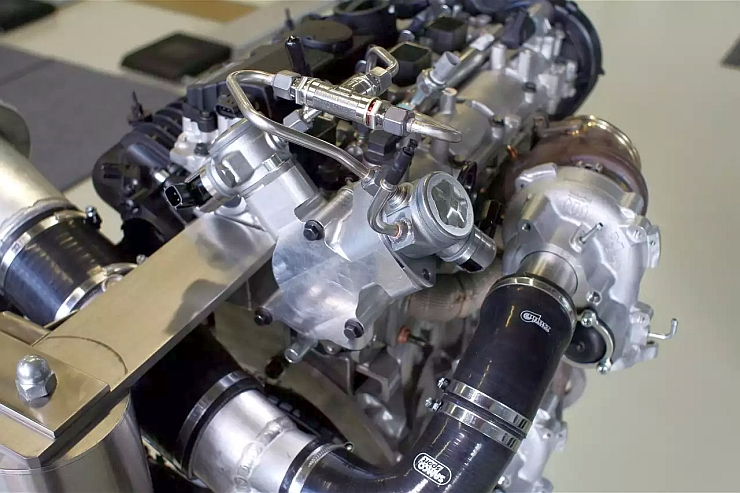 In The  Cylinder Drive E Turbo Petrol Engine Volvo Has Employed Twin Turbochargers In Parallel That Get Additional Boost By Means Of An Electric