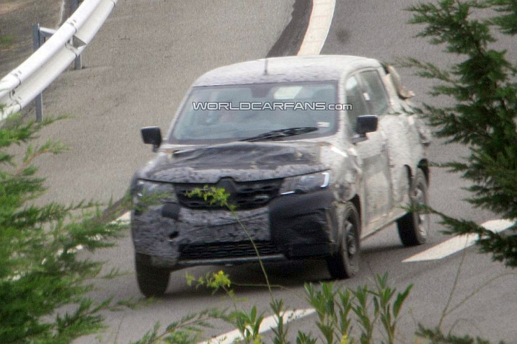 Renault Low Cost Crossover Spyshot Photo