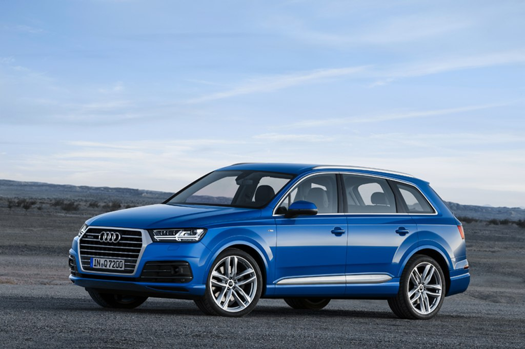 All-New 2016 Audi Q7 Luxury Crossover hits the testing circuit in India