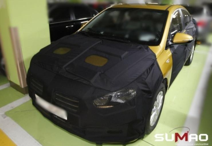 2016 Hyundai Verna Spyshot Front