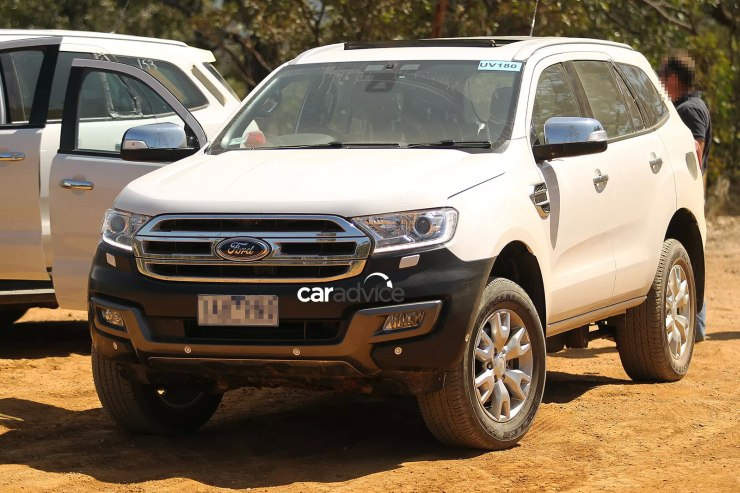 2015 Ford Endeavour SUV Off Roading Front