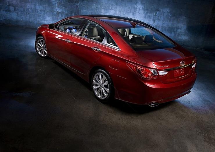 Hyundai Sonata Fluidic in Red