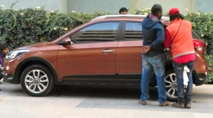 Hyundai i20 Active Crossover Spyshot Profile