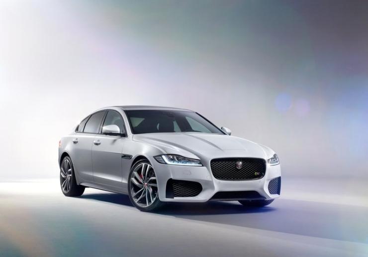 2016 Jaguar XF Luxury Saloon 1