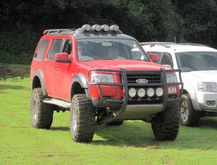 Ford Endeavour 4X2 Custom 1