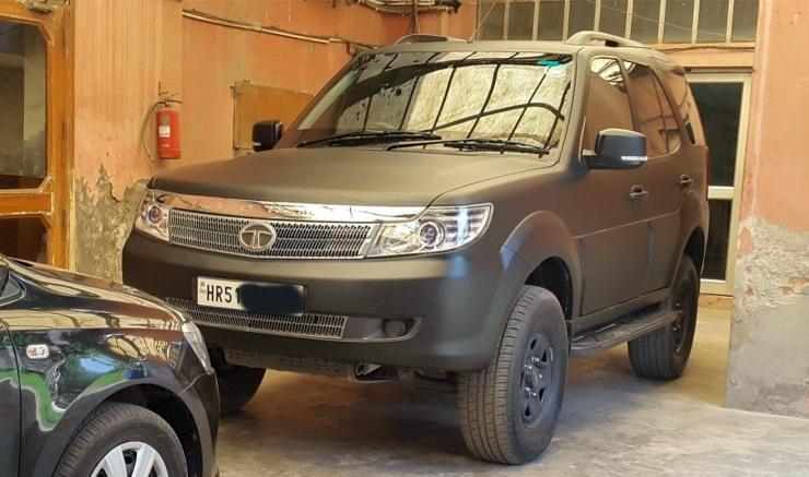 Tata Safari DICOR with matte wrap and lift kit